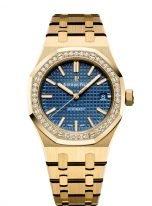 Женские спортивные часы Audemars Piguet Royal Oak 15451BA_ZZ_1256BA_01 в желтом золоте с бриллиантовым рантом, с синим циферблатом на браслете из желтого золота.