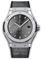 Мужские часы Hublot Classic Fusion 511_NX_7071_LR с датой в титановом корпусе, на сером циферблате с лучистой отделкой родиевые часовые метки и стрелки, серый кроко.