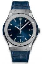 Мужские спортивные часы Hublot Classic Fusion 511_NX_7170_LR с датой в титановом корпусе, на синем матовом циферблате родиевые часовые метки и стрелки, синяя кроко.