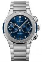 Мужские часы Hublot Classic Fusion 520_NX_7170_NX с хронографом и датой в титановым корпусе, на сатинированном синем циферблате часовые меткис родиевым покрытием и сатинированные стрелки, браслет титановый.