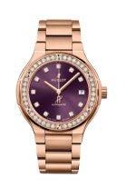 Женские часы Hublot Classic Fusion 568_OX_898V_OX_1204 в розовом золоте с бриллиантовым рантом, на лучистом фиолетовом циферблате золотые часовые метки и стрелки, браслет из розового золота.