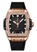 Женские часы Hublot Spirit Of Big Bang 665_OX_1180_RX_1204 с датой в розовом золоте с бриллиантовым рантом, на черном матовом циферблате золотые люминесцентные часовые метки и стрелки, черный каучук.