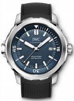 Мужские спортивные наручные часы IWC Aquatimer-IW329005 с датой в стальном корпусе, на синем циферблате часовые метки и широкие стрелки, покрытые люминесцентным составом, черный каучуковый ремешок.