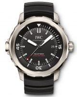 Мужские спортивные наручные часы IWC Aquatimer-IW329101 с датой в титановом корпусе, на черном циферблате с жемчужным зернением часовые метки и широкие стрелки, покрытые люминесцентным составом, черный каучуковый ремешок.