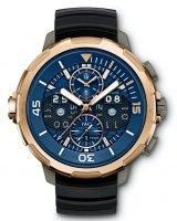 Мужские наручные часы IWC Aquatimer-IW379402 с вечным календарем и хронографом в розовом золоте, на синем циферблате с жемчужным зернением часовые метки и широкие стрелки, покрытые люминесцентным составом, черный каучуковый ремешок.