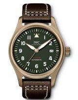 Мужские наручные спортивные часы IWC Pilot's Watch-IW326802 в бронзовом корпусе, на зеленом циферблате люминесцентные арабские цифры, стрелки и метки, коричневый телячий ремешок.