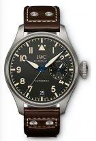 Мужские спортивные наручные часы IWC Pilot's Watch-IW501004 с 7дневным запасом хода в титановом корпусе, на черном циферблате люминесцентные арабские цифры, стрелки и метки, коричневый телячий ремешок.