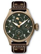 Мужские наручные часы IWC Pilot's Watch-IW503601 с вечным календарем и фазами Луны в Северном и Южном полушариях, в бронзовом корпусе, на зеленом циферблате люминесцентные арабские цифры, стрелки и метки, коричневый телячий ремешок.