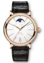 Женские наручные часы IWC Portofino-IW459009 с фазами Луны и датой в розовом золоте с бриллиантовым рантом, на посеребренном циферблате золотые метки и стрелки, черный ремешок кроко.