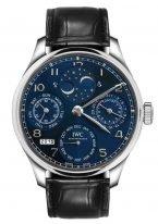 Мужские наручные часы IWC Portugieser IW503401 с вечным календарем, фазами Луны, запасом хода в белом золоте, на темно-синем циферблате арабские цифры с родиевым покрытием, метки и тонкие стрелки, черная кожа.
