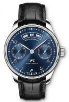 Мужские наручные часы IWC Portugieser-IW503502 с годовым календарем и запасом хода в стальном корпусе, на синем циферблате узор в виде солнечных лучей, арабские цифры с родиевым покрытием, метки и тонкие стрелки, черный ремешок кроко.