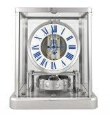 Настольные часы, которые не нуждаются в подзаводе, Jaeger Le Coultre Atmos-5102201 с родиевым покрытием, часы и минуты, белый лаковый циферблат и синие римские цифры.