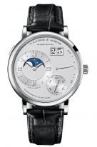 Мужские классические часы Lange Sohne Lange1 139 025 в платиновом корпусе, большая дата, запас хода, фазы Луны, серебристый циферблат, кожа кроко.