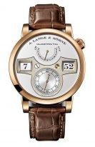 Мужские классические часы Lange&Sohne Zeitwerk- 140 032 с цифровым указателем времени в розовом золоте со светлым циферблатом на коричневой коже кроко.