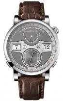 Мужские классические часы Lange Sohne Zeitwerk 148 038 в белом золоте с цифровой индикацией времени, датой, запасом хода и секундами, серый циферблат, коричневая кожа кроко.