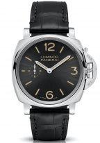 Мужские классические часы Panerai Luminor Due PAM00676 в стальном корпусе, на темном лучистом циферблате люминесцентные арабские цифры, метки и стрелки, черный ремешок кроко.