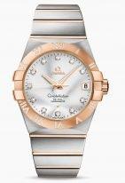Женские наручные часы Omega Constellation-123_25_38_21_52_003 с датой в биколорном корпусе, на серебристом циферблате бриллиантовые часовые индексы и золотые люминесцентные стрелки, биколорный браслет.
