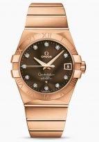 Женские наручные часы Omega Constellation-123_50_38_21_63_001 с датой в розовом золоте, на коричневом циферблате бриллиантовые часовые индексы и золотые люминесцентные стрелки, браслет из розового золота.