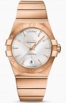 Женские наручные часы Omega Constellation-123_50_38_22_02_001 с датой и днем недели в розовом золоте, на серебристом циферблате золотые часовые индексы и золотые люминесцентные стрелки, браслет из розового золота.