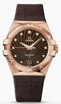 Женские наручные часы Omega Constellation-123_53_35_60_63_001 с датой, в розовом золоте, на коричневом гильошированном циферблате бриллиантовые часовые индексы и люминесцентные золотые стрелки, коричневая кожа кроко.