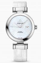 """Женские наручные часы Omega De Ville- 425_33_34_20_05_001 с датой в стальном корпусе, на белом перламутровом циферблате люминесцентные полированные стрелки формы """"альфа"""", белая кожа."""