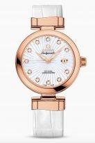"""Женские наручные часы Omega De Ville- 425_63_34_20_55_001 с датой в розовом золоте, на белом перламутровом циферблате бриллиантовые индексы, люминесцентные полированные стрелки формы """"альфа"""", белый кроко."""