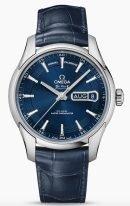 Мужские наручные часы Omega De Ville-433_33_41_22_03_001 с календарем в стальном корпусе, на синем циферблате с радиальным сатинированием часовые индексы и тонкие стрелки из белого золота, синяя кожа кроко.