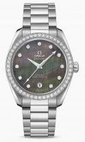 Женские наручные часы Omega Seamaster-220_15_38_20_57_001 с датой в стальногм корпусе с бриллиантовым безелем, на темном перламутровом циферблате бриллиантовые часовые метки, люминесцентные стрелки, стальной браслет.