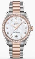 Женские наручные часы Omega Seamaster-220_25_38_20_55_001 с датой в биколорном корпусе с бриллиантовым безелем, на светлом перламутровом циферблате бриллиантовые часовые метки, люминесцентные золотые стрелки, биколорный браслет