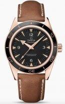 Мужские наручные часы Omega Seamaster-233_62_41_21_01_002 в розовом золоте, на черном циферблате люминесцентные золотые часовые индексы и стрелки, коричневая кожа.