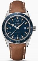 Мужские наручные часы Omega Seamaster-233_92_41_21_03_001 в титановом корпусе, на синем циферблате люминесцентные родиевые часовые индексы и стрелки, коричневый телячий ремешок.