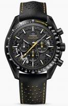 Мужские наручные часы Omega Speedmaster-311_92_44_30_01_001 с хронографом в керамическом корпусе, на черном скелетонизированном циферблате люминесцентные часовые метки и желтые лакированные стрелки, черный кожаный ремешок с перфорацией.