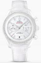 Женские наручные часы Omega Speedmaster-311_98_44_51_55_001 с хронографом и датой в белом керамическом корпусе с бриллиантовым безелем, на белом перламутровом циферблате бриллиантовые часовые метки и люминесцентные стрелки, белая кожа кроко.