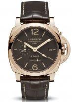 Мужские наручные часы Panerai Luminor-PAM00576 со временем второго часового пояса и запасом хода в розовом золоте, коричневый циферблат с люминесцентными метками, цифрами и стрелками, коричневый ремешок кроко.