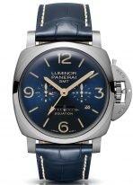 Мужские спортивные часы Panerai Luminor PAM00670 с уравнением времени, вторым часовым поясом и запасом хода в титановом корпусе, на синем циферблате люминесцентные цифры, метки и стрелки, синий кожа кроко.