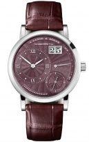 Женские классические часы Lange Sohne Lange1 181 039 в корпусе из белого золота, большая дата, запас хода, гильошированный циферблат цвета бордо, кожа кроко.