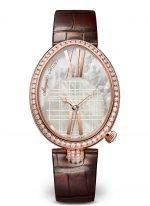 Женские классические часы Breguet Reine de Naples 8965BR_5W_986_DD0D в розовом золоте с бриллиантовым рантом, светлый перламутровый циферблат, коричневая кожа кроко.